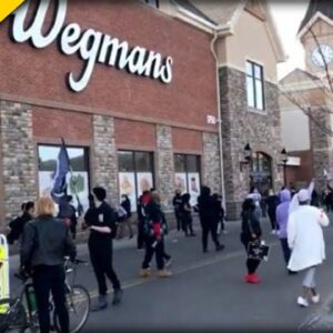BLM Traps Over 100 People inside Grocery Store - Media Absolutely Silent