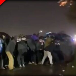 BLM Thugs use White People as Human Shields as Police Deploy Tear Gas, Rubber Bullets